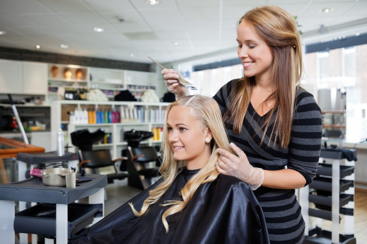 8 Terrific Reasons to Become a Cosmetologist